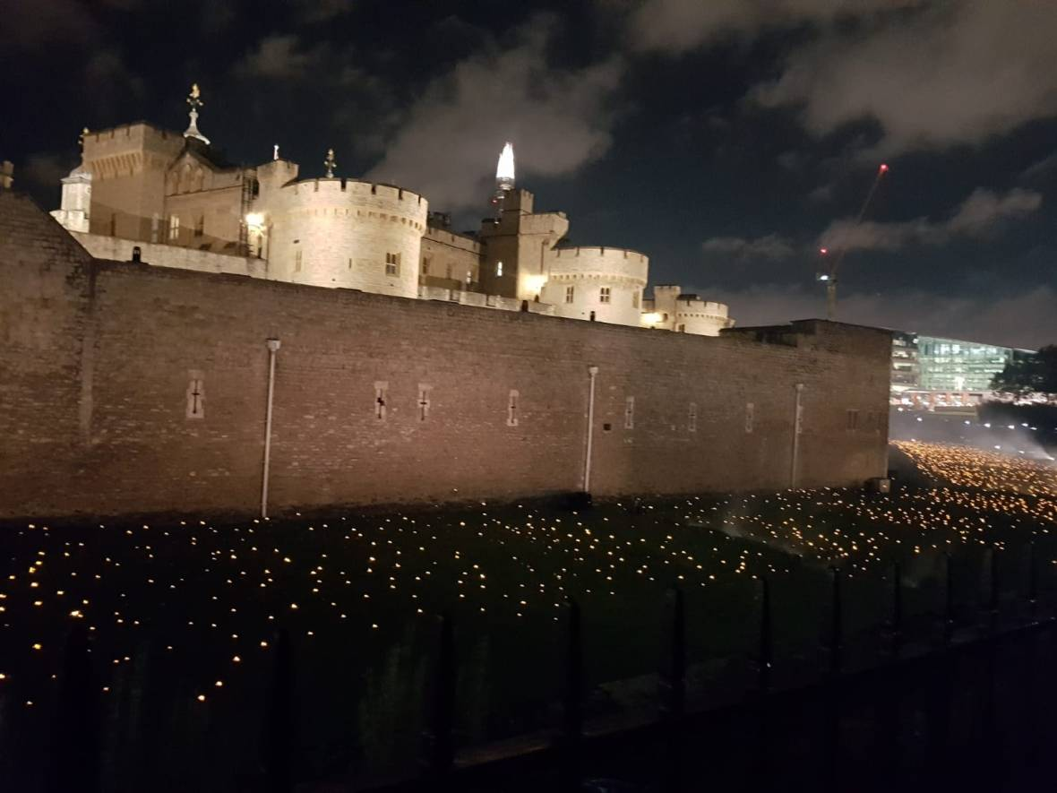 Tower of London: everything is lit up for the centenary of the Big War