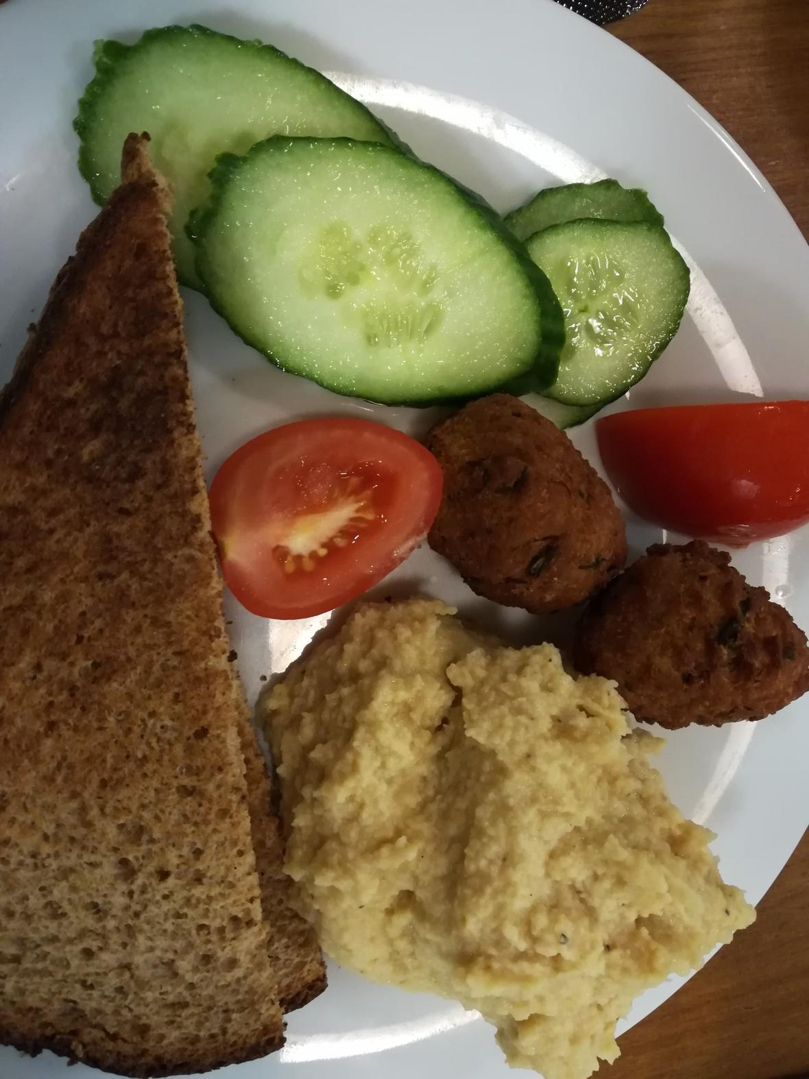 Bread, cucumber, tomatoes, houmous, falafel