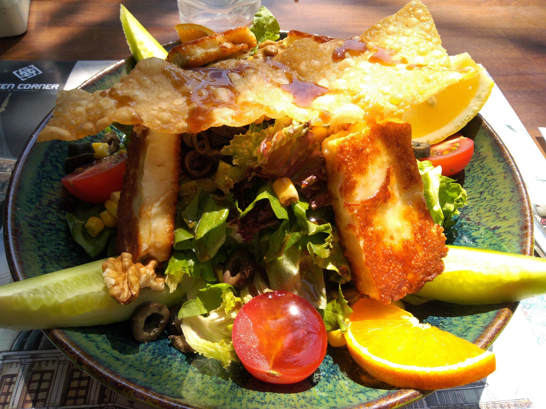 Hellim Salata (Halloumi Salad)