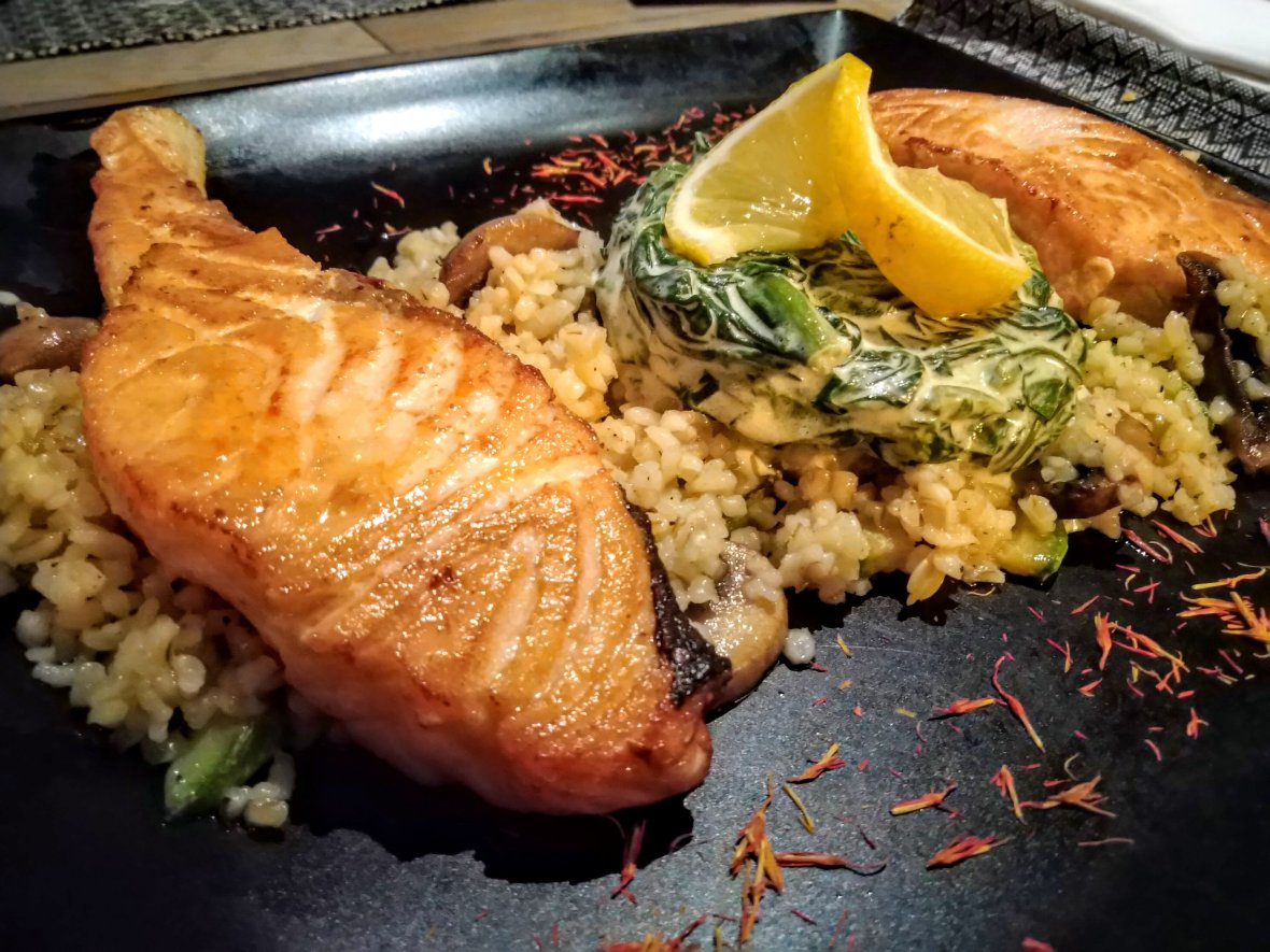 Salmon with rice and spinach